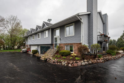 Waukesha Condo/Townhouse For Sale: 1901 Woodburn Rd #D
