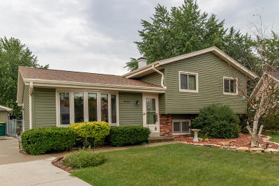 Oak Creek Single Family Home Active Contingent With Offer: 8536 S Rebecca Ct