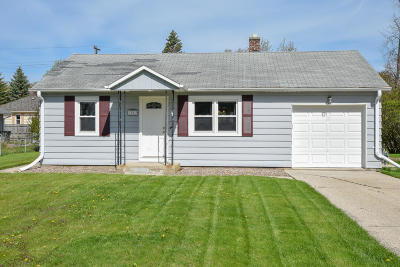 Muskego Single Family Home Active Contingent With Offer: W175s7013 Hiawatha Dr