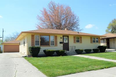 Kenosha Single Family Home Active Contingent With Offer: 1927 87th Pl