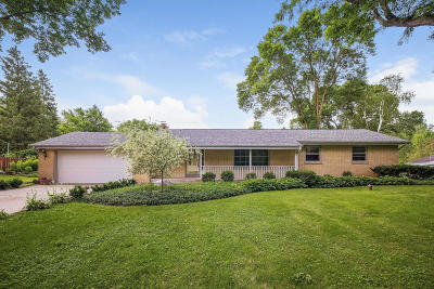 Mequon Single Family Home For Sale: 8731 W Sunnyvale Rd
