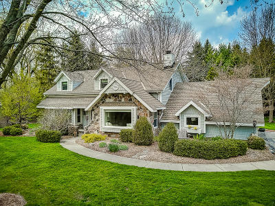 Ozaukee County Single Family Home Active Contingent With Offer: 550 E Circle Rd
