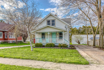 Cedar Grove Single Family Home For Sale: 18 W Wisconsin Ave