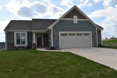 Slinger Single Family Home Active Contingent With Offer: 615 Mary Way