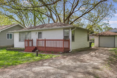 Kenosha County Single Family Home Active Contingent With Offer: 637 Gatewood Dr