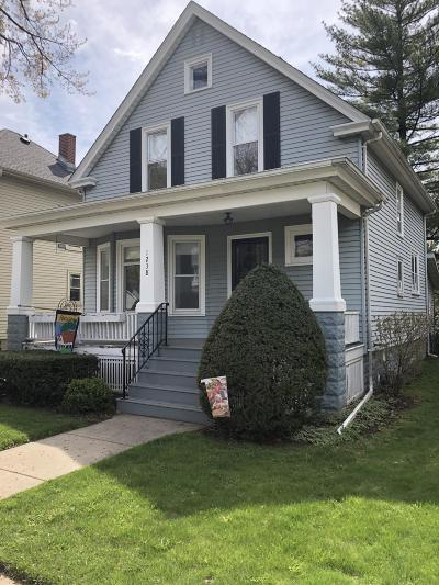 Racine Single Family Home Active Contingent With Offer: 1238 Arthur Ave