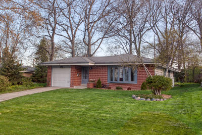 Single Family Home Active Contingent With Offer: 4624 W Tesch Ave