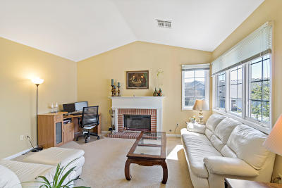 Greendale Condo/Townhouse For Sale: 8863 Westlake Dr