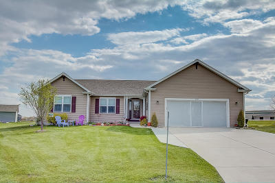Jefferson County Single Family Home For Sale: W1187 Meadowsweet Pass