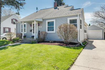 Kenosha County Single Family Home Active Contingent With Offer: 2003 30th St