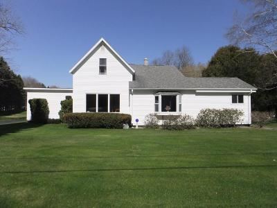 Marinette Single Family Home Active Contingent With Offer: N2581 Shore Dr