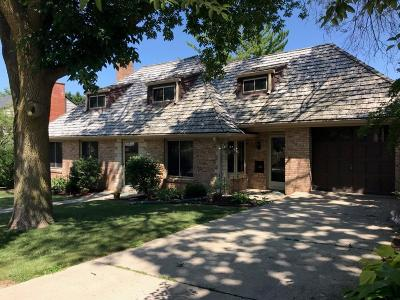 Wauwatosa Single Family Home For Sale: 1738 Alta Vista Ave