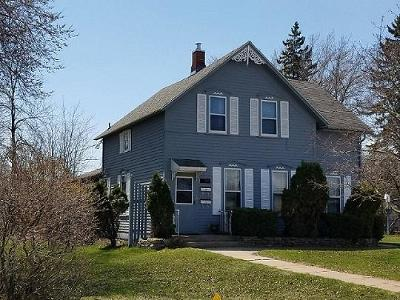 Menominee Single Family Home For Sale: 1617 11th Ave