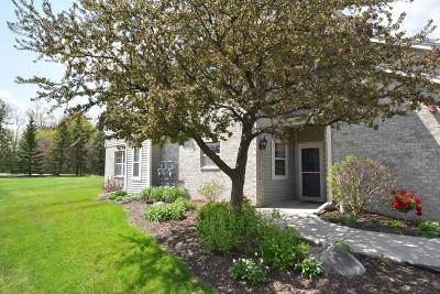 Brookfield Condo/Townhouse Active Contingent With Offer: 18725 Emerald Cir #A