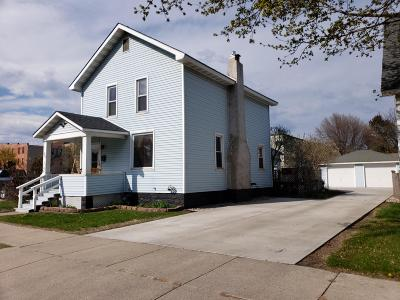 Menominee MI Single Family Home Active Contingent With Offer: $79,900