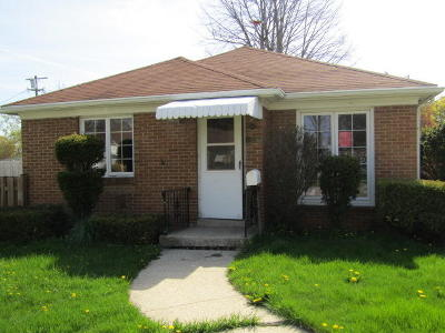 Racine Single Family Home For Sale: 2423 Ashland Ave