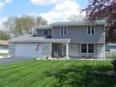 Waukesha Single Family Home For Sale: W223n2440 Glenwood Ln