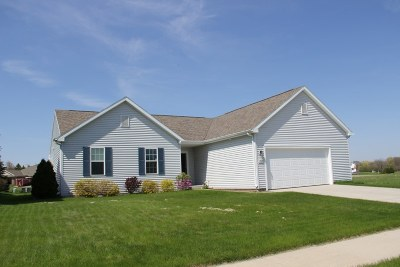 West Bend Single Family Home For Sale: 1521 Whitewater Dr