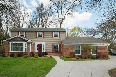 Milwaukee County Single Family Home For Sale: 480 E Calumet Rd