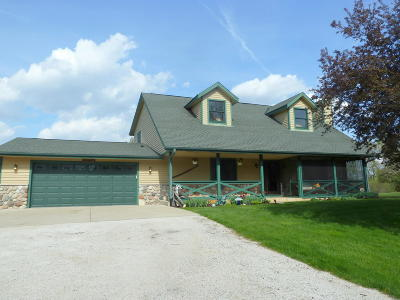 Single Family Home Active Contingent With Offer: W382 S5114 County Rd Zc