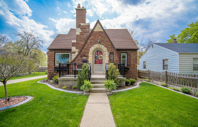 Milwaukee Single Family Home Active Contingent With Offer: 3309 S Dayfield Ave