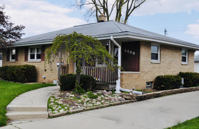 West Allis Single Family Home For Sale: 2608 S 93rd St