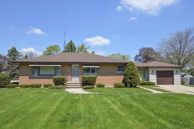 Kenosha Single Family Home Active Contingent With Offer: 5322 82nd St