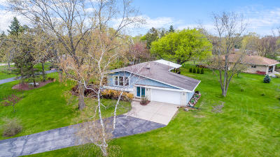 Waukesha Single Family Home For Sale: 21695 Belgren Rd