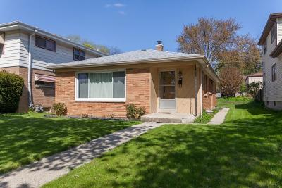 Milwaukee Single Family Home Active Contingent With Offer: 4074 N 91st St