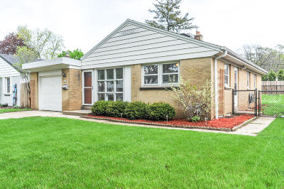 Milwaukee Single Family Home Active Contingent With Offer: 2814 S 58th St