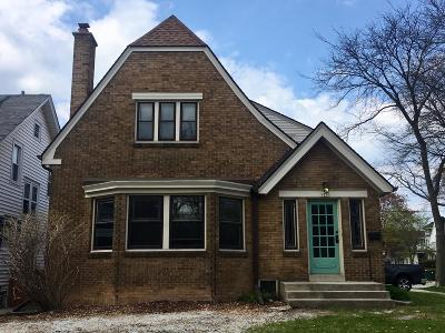 Shorewood Single Family Home Active Contingent With Offer: 1820 E Lake Bluff Blvd