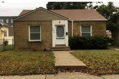 Milwaukee Single Family Home For Sale: 3814 N 36th St
