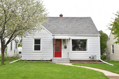 Milwaukee Single Family Home For Sale: 3172 N 80th