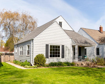 Milwaukee Single Family Home For Sale: 2927 N 77th St