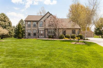 Waukesha County Single Family Home For Sale: N69w28539 Beverly Ln
