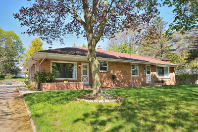 Single Family Home For Sale: 985 Chester St