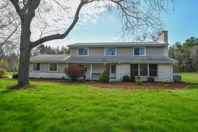 Mequon Single Family Home For Sale: 11432 N Pinehurst Cir