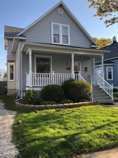 Kenosha County Single Family Home Active Contingent With Offer: 922 70th St