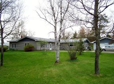 Marinette County Single Family Home For Sale: W8411 County Road Oo
