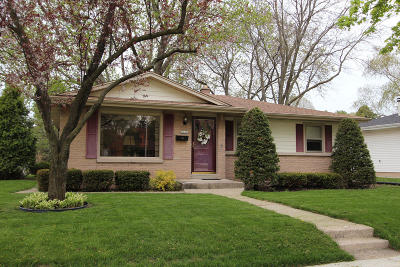 Milwaukee WI Single Family Home For Sale: $174,900
