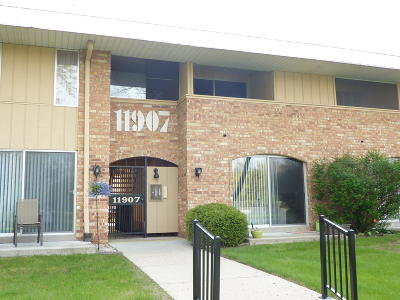 Condo/Townhouse Active Contingent With Offer: 11907 W Appleton Ave #19