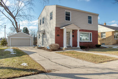 Milwaukee Single Family Home For Sale: 3361 N 98th St