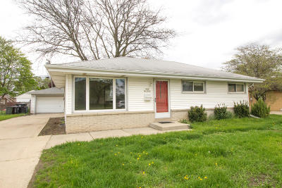 Waukesha County Single Family Home Active Contingent With Offer: N88w15006 Cleveland Ave