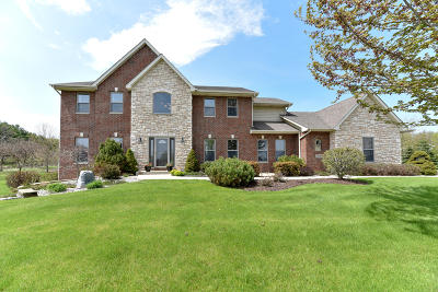 Mequon Single Family Home For Sale: 13425 N Laurel Ln