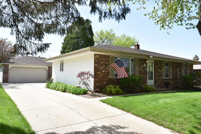 Menomonee Falls Single Family Home Active Contingent With Offer: W146n8303 Schlafer Dr