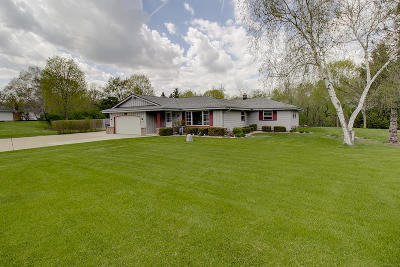 Waukesha County Single Family Home For Sale: 19200 W Hillcrest Dr
