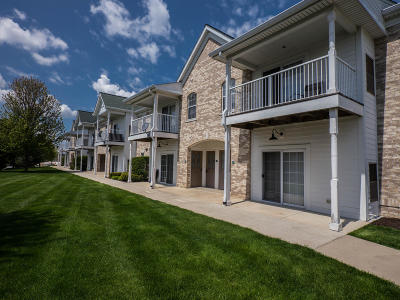 Waukesha Condo/Townhouse For Sale: 2704 Northview Rd #150