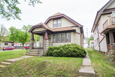 Milwaukee Single Family Home For Sale: 3570 N 15th St