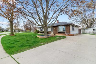Jackson WI Single Family Home Active Contingent With Offer: $199,900