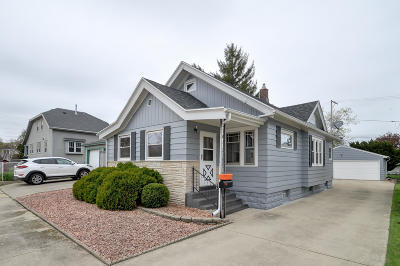 Racine County Single Family Home Active Contingent With Offer: 1438 Isabelle Ave